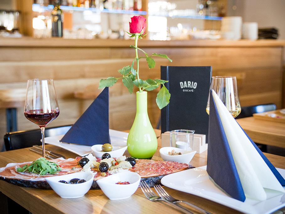 Dario – Eiscafé – gedeckter Tisch